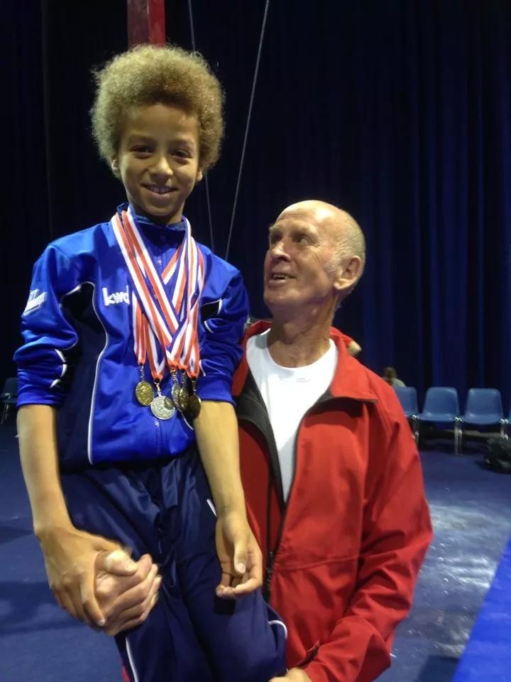 Yusuf Hermanides en trainer Boele de Wind bij Finale NK herenturnen 2014